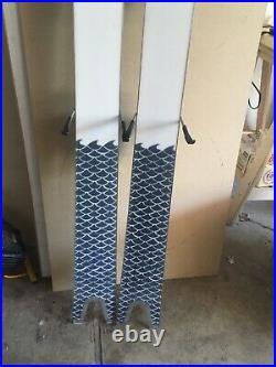 Line sakana skis